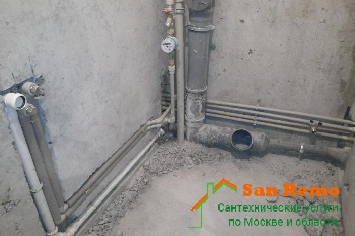 Замена труб водоснабжения в ванной и туалете в Москве, цена за работу по замене водопроводных труб в ванной комнате